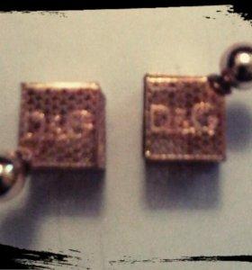 Продам новые серьги под золото .DG.