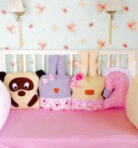 Бортики игрушки в детскую кроватку