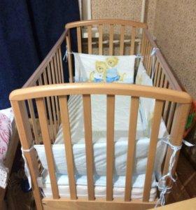 Детская кровать с матрацем и наматрасником