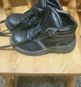 Ботинки 37 размер.