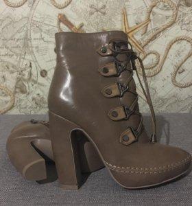 Ботинки Betsy. Новые.