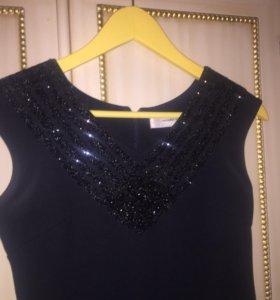 Новое платье стрейч с кристаллами на декольте