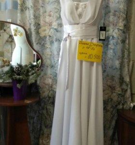 Платье длинное на атласной подкладке с поясом