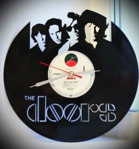 """Часы """"Doors"""", сделанные из виниловой пластинки"""