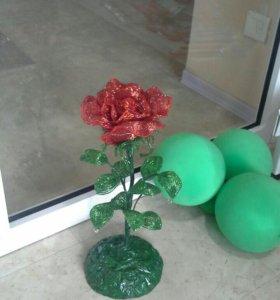 Роза из бисера на подставке