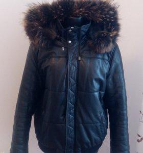 Мужская и женская кожаные куртки