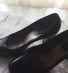 Черные лакированные туфли 36,5