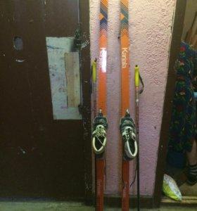 Лыжи с палками и с ботинками!