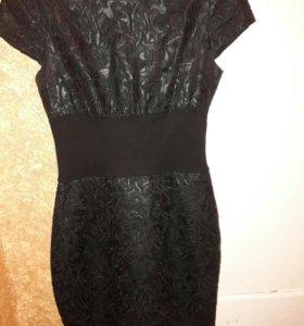 Платье с кожаными вставками.