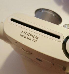 Фотоаппарат мгновенной печати .