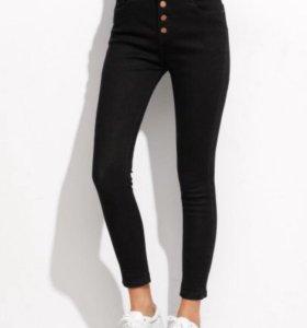 Чёрные облегающие джинсы с высокой посадкой