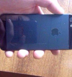 Айфон5 16гиг идеал все есть кроме ушей +чехлы