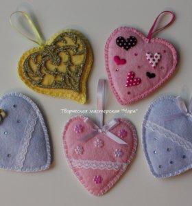 Декоративные сердечки (в ассортименте)