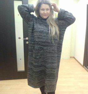 Платье вязаное новое.