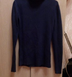 Теплый, очень мягкий на ощупь свитер.