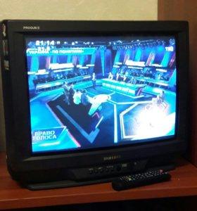 Телевизор Samsung и DVD проигрыватель
