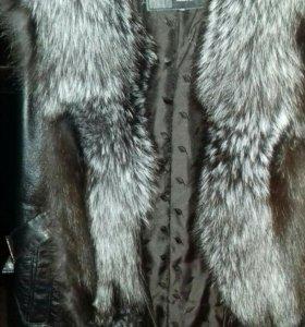 Кожаная безрукавка с мехом чернобурки