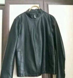 Мужская куртка-ветровка.
