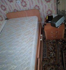 Кровать 1спал с матрасом внизу 2ящика для белья