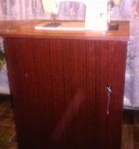 Швейная машина Чайка 142 М со столом