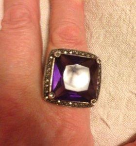 Перстень с марказитом и аметистом из серебра.