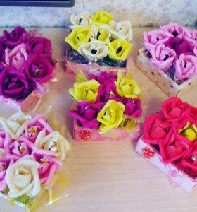 Коробочки с розами с конфетами