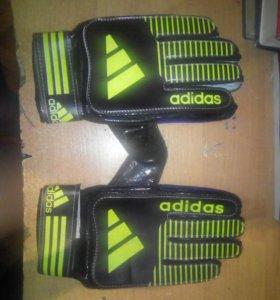 Перчатки вратаря