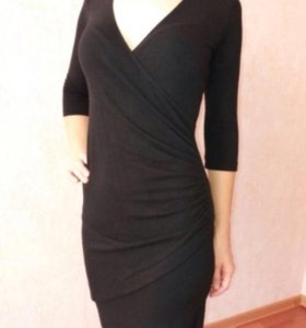 4 платья. Каждое платье- 700 руб