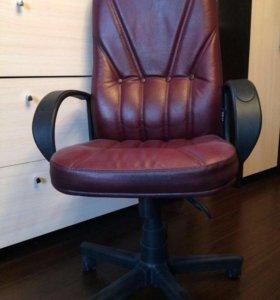 Офисное кресло, в отличном состоянии
