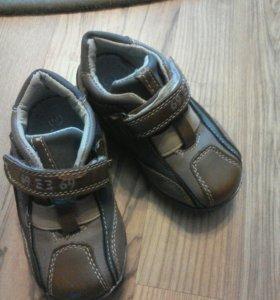 Кроссовки на мальчика или девочку