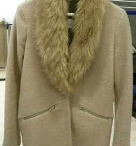 """Женское пальто """"Bershka"""",S."""