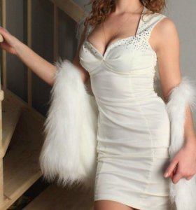 Белое элегантное платье.