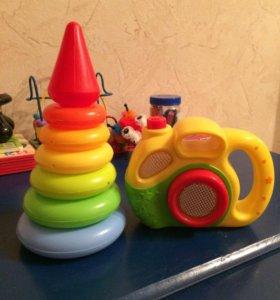 Фотоаппарат детский и пирамидка