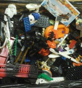 Игрушки разные лего и другие целый ящик