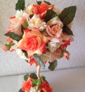 Топиарий с оранжевыми цветами