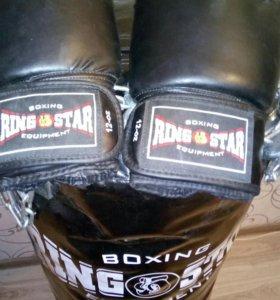 Боксёрская груша и перчатки