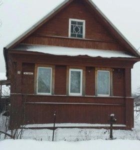 Деревянный жилой дом с участком