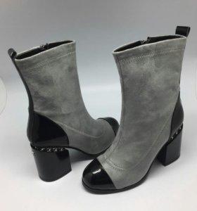 Ботинки CHANEL серые