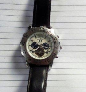 Часы Breitling с автоподзаводом.