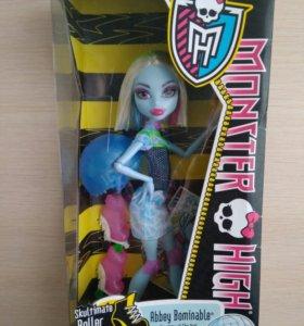 Кукла монстр хай эбби на роликах