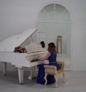Преподаю вокал, фортепиано, джаз, импровизацию.