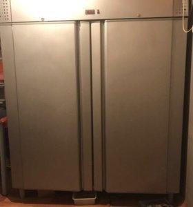 Холодильный шкаф Carboma 1400