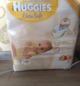 Памперсы , подгузники Huggies размер - 2, 88 штук.