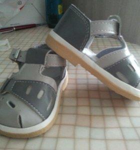 Новые детские сандалики