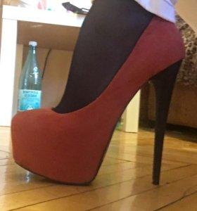 Туфли на высоком каблуке 👠