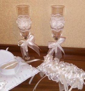 Свадебные бокалы, подушка для колец, подвязка