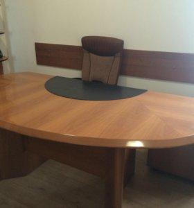 Офисный стол руководителя