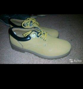 Продам новую обувь 44