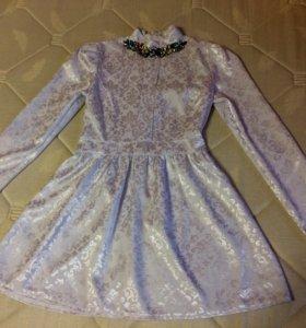 Очень нежное платье с ожерельем
