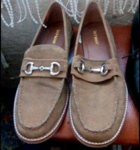 Продам новые ботинки 46